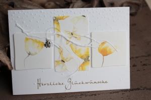 Glückwunschkarte zum Geburtstag - gelbe Blüten und Schmetterlinge, Glücksklee
