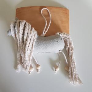 Handgefertigter, dreidimensionaler Girlanden- Anhänger ´Pony Amadeus` Hellgrau, aus hochwertigen und natürlichen Materialien - Handarbeit kaufen