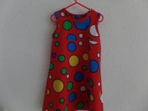 Sommerkleid in Rot mit bunten Punkten - Handarbeit kaufen