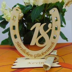 Personalisiertes Geschenk zum 18. Geburtstag, Hufeisen 15 cm aus Holz mit Geldscheinhalter und Gutscheinhalter - Handarbeit kaufen