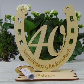 Personalisiertes Geschenk zum 40. Geburtstag, Hufeisen 15 cm aus Holz mit Geldscheinhalter und Gutscheinhalter - Handarbeit kaufen