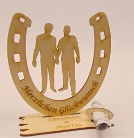 Personalisiertes Geschenk zur Hochzeit Hufeisen 15 cm für ★   2 Männer ★  aus Holz , mit Geldscheinhalter und Gutscheinhalter - Handarbeit kaufen