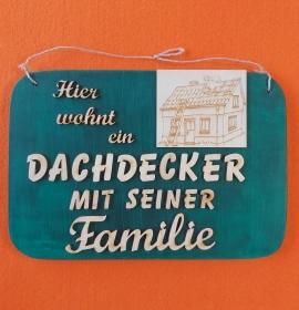 Spruch aus Holz ★ Hier wohnt ein Dachdecker mit seiner Familie ★ Geschenk für Männer, Dachdecker, Geburtstagsgeschenk - Handarbeit kaufen