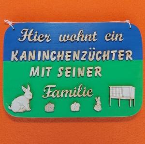 Spruch aus Holz ★ Hier wohnt ein Kaninchenzüchter... ★ Geschenk für Kaninchenzüchter, Männer, Geburtstagsgeschenk, Vatertag - Handarbeit kaufen