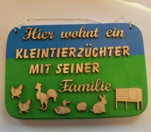 Spruch aus Holz ★ Hier wohnt ein Kleintierzüchter... ★ Geschenk für jeden Hasen- , Enten- und Hühnerzüchter - Handarbeit kaufen