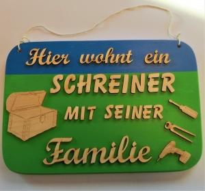 Spruch aus Holz  ★ Hier wohnt ein Schreiner mit seiner Familie ★ Geschenk für jeden Handwerker oder Schreiner - Handarbeit kaufen