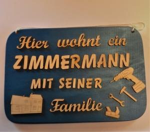 Spruch aus Holz ★ Hier wohnt ein Zimmermann... ★ Geschenk für jeden Handwerker oder Zimmermann - Handarbeit kaufen
