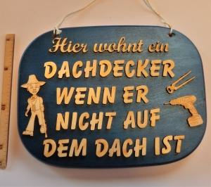 Spruch aus Holz ,★ Hier wohnt ein Dachdecker...★ Geschenk für Geburtstag  Dachdecker - Handarbeit kaufen