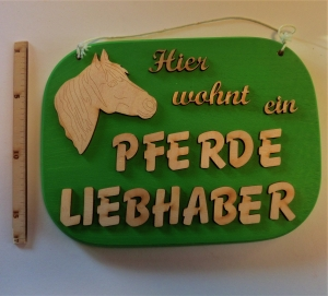 Spruch aus Holz ★ Hier wohnt ein Pferdeliebhaber ★ Geschenk zum Geburtstag für Pferdefans - Handarbeit kaufen