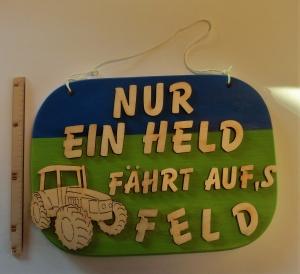 Spruch aus Holz ★ Nur ein Held fährt aufs Feld ★ Geschenk zum Geburtstag für Traktor Liebhaber - Handarbeit kaufen