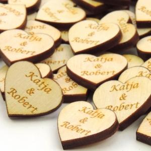 30. Herzen  ♥ mit Namen des Brautpaares  ♥ 3 cm Naturholz graviert , Personalisiert, Tischdeko  - Handarbeit kaufen