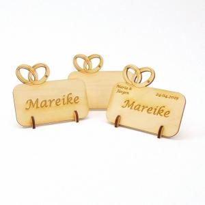 Platzkarte Tischkarte mit 2 Eheringe aus Holz für ihre Hochzeit Namensschild - kann personalisiert werden - Handarbeit kaufen