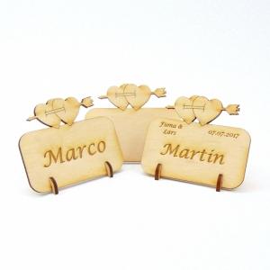Tischkarte Doppelherz mit Pfeil für Hochzeit Platzkarte Namensschild für Festtafel aus Holz, für Verliebte, fürs Brautpaar - Handarbeit kaufen