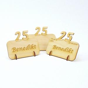 Tischkarte mit Zahl 25, Platzkarte Namensschild für Festtafel aus Holz, 25. Jubiläum, 25. Hochzeitstag, 25 Geburtstag - Handarbeit kaufen