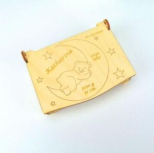 Geldgeschenk zur Geburt Personalisiert mit Namen Größe Gewicht Uhrzeit Schatztruhe aus Holz gelasert und graviert - Handarbeit kaufen