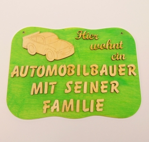 Spruch aus Holz mit Holzbuchstaben ★ Hier wohnt ein Automobilbauer mir seiner Familie ★ Geschenk für jeden Anlass, Sonderpreis    - Handarbeit kaufen