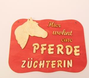 Spruch aus Holz mit Holzbuchstaben  ,★Hier wohnt eine Pferdezüchterin  ★-Geschenk für jeden Anlass  Sonderpreis    - Handarbeit kaufen