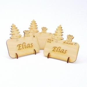 Tannenbaum mit Geschenk, Tischkarte für Weihnachtstafel Namensschild Weihnachtlich aus Holz  - Handarbeit kaufen