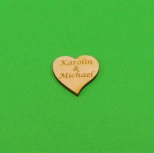 Personalisiertes ♥ Herz geschwungen ♥ 50 Stck.aus Vollholz, gravierte Namen auf Herzen,  Hochzeitsdeko Tischdeko mit Gravur  - Handarbeit kaufen