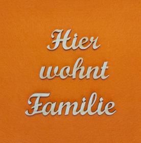 Schriftzug ★ Hier wohnt Familie ★ Schriftzug für Türen, Türschild, Wanddekoration - Handarbeit kaufen