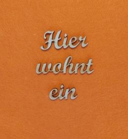 Schriftzug ★ Hier wohnt ein ★ Schriftzug für Türen, Türschild, Wanddekoration - Handarbeit kaufen