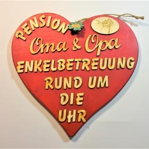 Spruch aus Holz ★ Pension Oma und Opa Enkelbetreuung rund um die Uhr ★ in Rotmetallic -Türschild, Wanddeko, Haustürschild schenken  - Handarbeit kaufen