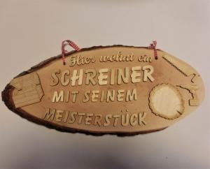 Baumscheibe Spruchschild ★ Hier wohnt ein Schreiner mit seinem Meisterstück ★ Türschild/ Wanddekoration kaufen oder verschenken  - Handarbeit kaufen