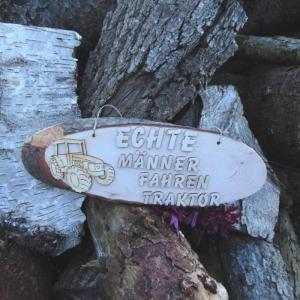 Baumscheibe Spruch auf Holz ★Echte Männer fahren Traktor ★ Türschild/ Wanddekoration kaufen oder verschenken  - Handarbeit kaufen