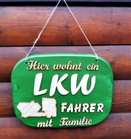 Türschild aus Holz in  grün ★ Hier wohnt ein LKW Fahrer mit seiner Familie ★ Türschild, Wanddeko, Haustürschild schenken     - Handarbeit kaufen