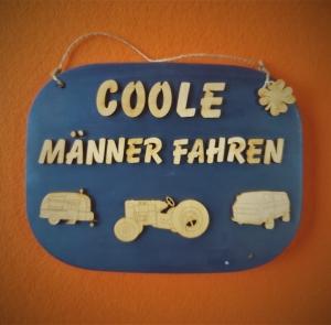 Türschild aus Holz in blau ★ Coole Männer fahren ★Türschild, Wanddeko, Haustürschild schenken     - Handarbeit kaufen