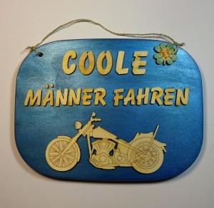 Türschild aus Holz in blau ★ Coole Männer fahren ★ Türschild, Wanddeko, Haustürschild schenken     - Handarbeit kaufen