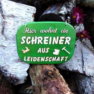 Türschild aus Holz in grün ★Hier wohnt ein Schreiner aus Leidenschaft  ★ Türschild, Wanddeko, Haustürschild schenken     - Handarbeit kaufen