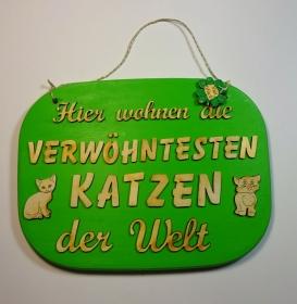 Türschild aus Holz in grün ★ Hier wohnen die verwöhntesten Katzen der Welt ★ Türschild, Wanddeko, Haustürschild schenken     - Handarbeit kaufen