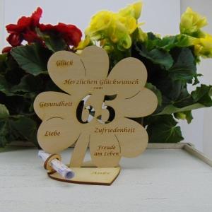 Gutschein oder Geldgeschenk ♥ Zum 65. Geburtstag ♥ Naturholz Kleeblatt 16 cm mit Herz Personalisiert, Geschenk  mit eigenen Namen  - Handarbeit kaufen