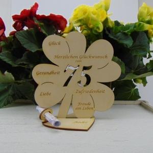 Gutschein oder Geldgeschenk ♥ Zum 75. Geburtstag ♥ Naturholz  Kleeblatt 16 cm mit Herz Personalisiert, Geschenk  mit eigenen Namen  - Handarbeit kaufen
