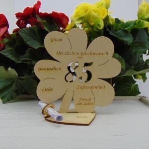 Gutschein oder Geldgeschenk ♥ Zum 85. Geburtstag ♥ Naturholz Kleeblatt 16 cm  mit Herz Personalisiert, Geschenk  mit eigenen Namen   - Handarbeit kaufen