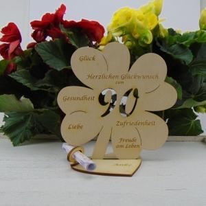Gutschein oder Geldgeschenk ♥ Zum 90. Geburtstag ♥ Naturholz Kleeblatt 16 cm mit Herz Personalisiert, Geschenk  mit eigenen Namen   - Handarbeit kaufen