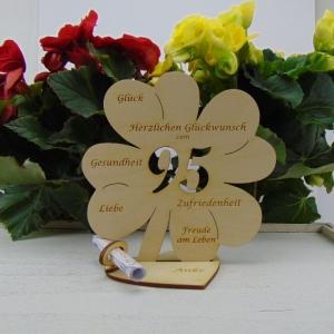 Gutschein oder Geldgeschenk ♥ Zum 95. Geburtstag ♥ Naturholz  Kleeblatt 16 cm mit Herz Personalisiert, Geschenk  mit eigenen Namen   - Handarbeit kaufen