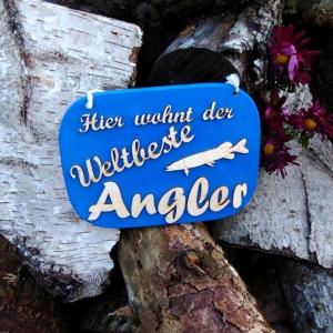 Türschild aus Holz in blau ★ Hier wohnt der weltbeste Angler ★ Türschild, Wanddeko, Haustürschild schenken     - Handarbeit kaufen