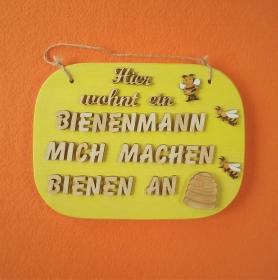 Türschild aus Holz in gelb ★ Hier wohnt ein Bienenmann mich machen Bienen an ★ Türschild, Wanddeko, Haustürschild schenken - Handarbeit kaufen