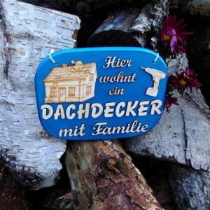 Türschild aus Holz in blau ★ Hier wohnt ein Dachdecker mit Familie ★ Türschild, Wanddeko, Haustürschild schenken     - Handarbeit kaufen