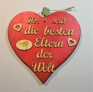 Spruch aus Holz auf einem Herz in rotmettallic★ Ihr seid die besten Eltern der Welt ★ Türschild, Wanddeko, Haustürschild schenken     - Handarbeit kaufen