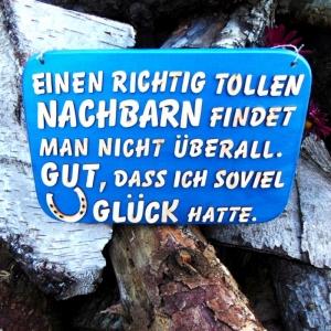 Spruch aus Holz in blau metallic ★ Einen richtig tollen Nachbarn findet man nicht überall! Gut, das ich soviel Glück hatte ★  Türschild, Wanddeko, Haustürschild schenken  - Handarbeit kaufen