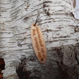 Schlüsselanhänger  ♥Der schönste Weg ist der gemeinsame ♥ aus Holz  zum Verschenken - Handarbeit kaufen