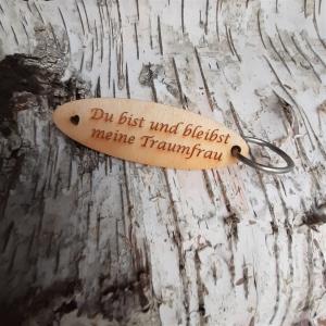 Schlüsselanhänger  ♥Du bist und bleibst meine Traumfrau ♥ aus Holz  zum Verschenken   - Handarbeit kaufen