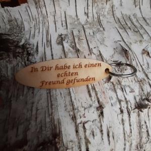 Schlüsselanhänger  ♥ In dir habe ich eine echten Freund gefunden ♥ aus Holz  zum Verschenken  - Handarbeit kaufen
