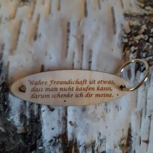 Schlüsselanhänger für Freunde ♥ Wahre Freundschaft ist etwas, das man nicht kaufen kann. Darum schenke ich dir meine. ♥ aus Holz  zum Verschenken - Handarbeit kaufen