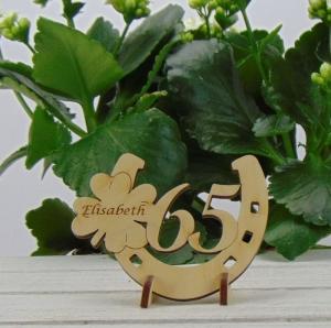 Tischdekoration/ Geschenk ★ Hufeisen aus Holz mit Kleeblatt und Jahreszahl 65★ zum Verschenken zum Geburtstag oder Jahrestag - Handarbeit kaufen