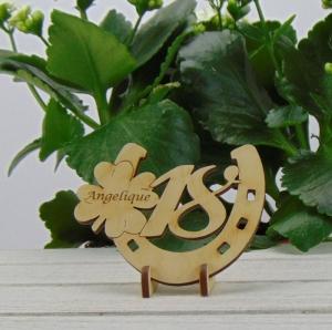 Tischdekoration/ Geschenk ★ Hufeisen aus Holz mit Kleeblatt und Jahreszahl 18★ zum Verschenken zum Geburtstag oder Jahrestag - Handarbeit kaufen