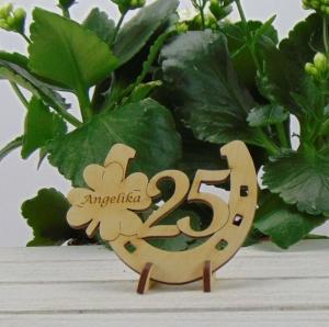 Personalisierte Geburtstags Tischdekoration/ Geschenk ★ Hufeisen aus Holz mit Kleeblatt und Jahreszahl 25★ zum Verschenken zum Geburtstag oder Jahrestag - Handarbeit kaufen